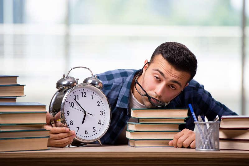 روزی چند ساعت زبان بخوانیم